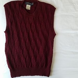Burberry maroon 100% virgin wool vest w buttons